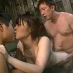 混浴露天風呂でいきなりデカチンに囲まれた巨乳妻は