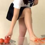 ぽっちゃり娘の卑猥なトマトクラッシュ