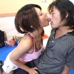 突然手コキ接吻する痴女