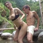 巷で有名な温泉宿で発情した露出痴女と遭遇!