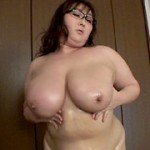 凄い肉体の秘書 〜巨大な乳房で男を貪る妻〜