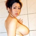巨乳×巨尻×豊満ボディー ドスケベ母さん 横倉柚奈 40歳
