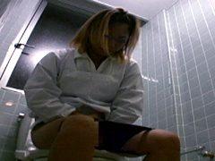 給食センターで働くおばちゃんの尿検査用採取盗撮5