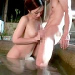 混浴温泉に一人でやって来たわけあり女性客