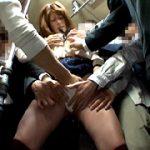 満員バスで無理やりイカされ放心状態の女に尻コキ発射