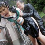 雨に濡れた体を痴漢され感じまくる敏感ちくび○学生2