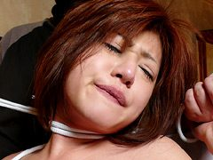 悪徳首絞め面接に泣き崩れるセレブな若妻