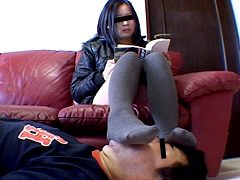 リラックス顔面足置き台その8 24歳の二ーハイソックス