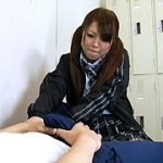 マッサージして勃起部員を続出させる罪な女の子。