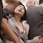 満員電車で膝をガクガク震わせながら絶頂する女