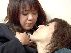レズビアン生唾接吻唾液汁1