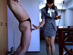 夫の上司のマゾ性癖を知り肉棒玩具として躾ける奥さん