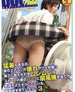 猛暑のある日、家のエアコンが壊れサウナ状態!!暑さに耐えきれずムレムレなスカートの奥のパンツに扇風機を当てて気持ちよさそうにしている制服姿を見ていたら…3