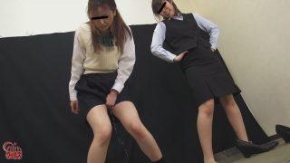 おしっこガマン極限対決 女子校生とOLのお漏らし勝負2