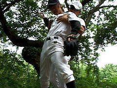 野球少年がコーチから性の野外特訓を受ける!