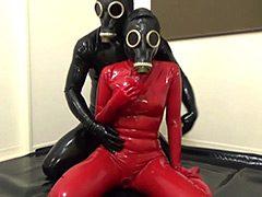 ラバーガスマスク彼女と呼吸制御SEX!!!