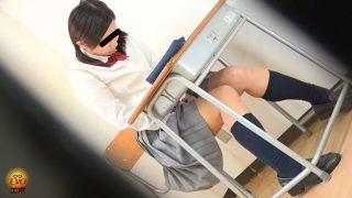 我慢限界!!足止めをくらった女学生のおしっこ漏らし