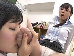 脚フェチ!女教師と女生徒の脚舐めレズ
