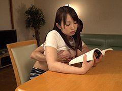 読書に夢中でおっぱいを揉みまくられて発情 巨乳お姉さん