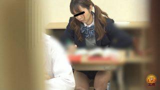 学校トイレ盗撮 女子校生の昼休み 急ぎめうんち