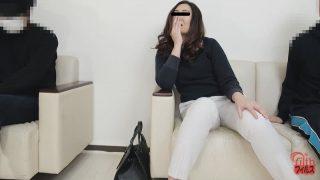 待合室で見たおしっこ漏らし女!3