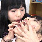 教室で歯舐め観察レズキス 愛美ちゃん&めいちゃん