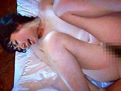 モチモチ柔肌の美人若妻が汗ダク中出し不倫セックス
